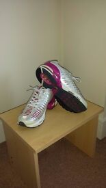Nike Air Max Women's Running Sport Shoes Trainers Size 7(41)
