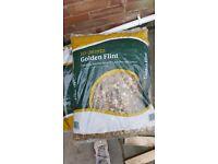 Decorative aggregate golden flint