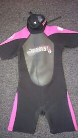 Girls short sleeve wet suit 3.2mm. Two Bare Feet
