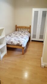 spacious single room in shared house -short let
