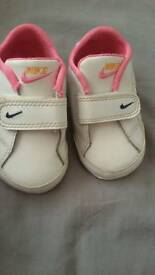 Nike girls white leather crib shoes size 2.5