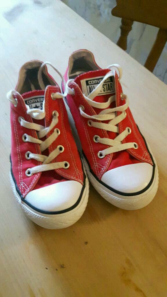 67c4e80b04d82a Girls red Converse trainers size 2.5