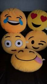 Emoj pillows