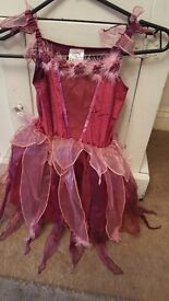 Girls dressing up fairy dress