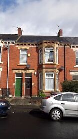 HEATON Double Bedroom available in flat share £300/month including all bills!