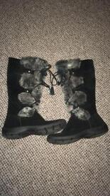 Ladies fur and suede boots like new size 5