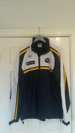 Leeds Carnegie RUFC size XL lightweight showerproof coat with concealed hood in collar.