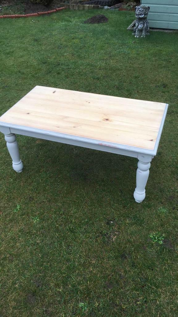 Solid pine coffee table ( can deliver )