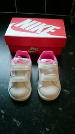 Infant Nike girls trainers Size 4.5