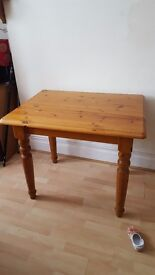 Pine dining table £30