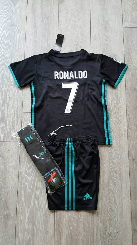 2018 REAL MADRID football kit adidas 10-11 years tshirt shorts