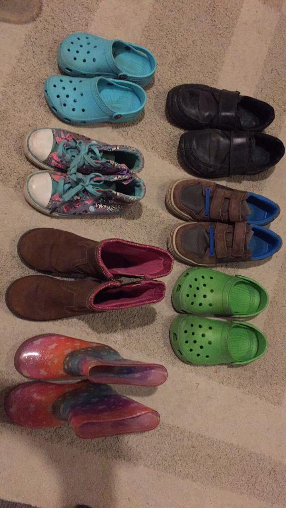 Various childrens shoes boys/girlsin Exeter, DevonGumtree - Various boys and girls shoes £1 per pair.Sizes are in order of the pic Boys 3.5 wide fit Next3.5F Clarks13 CrocsGirls 12/13 Crocs12F Clarks12 George11 PineappleSmoke free home.Collect the Rydons