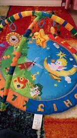 Baby's play mat - Activity mat / gym