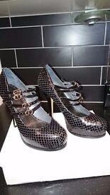 "Ladies Carvela Leather Mock Croc Mary Jane shoes. Black. 4"" heel. Size 5. Excellent condition."