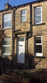 PUDSEY LEEDS 28 LARGE 2 BED STONE TERRACE HOUSE TO RENT