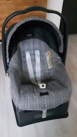 Primo viaggio car seat and sure fix base