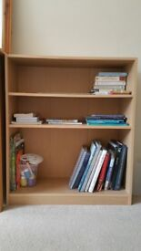 Pine Bookcase with 2 movable shelves, excellent condition