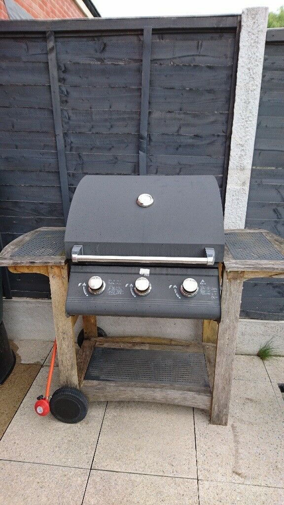 3 Burner Gas BBQ with grill and hot plate