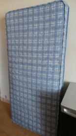 Single bed mattress £10