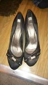 Ladies shoes size 39 (3 or 4)
