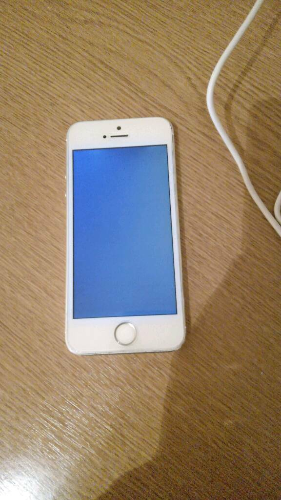 iphone 64gb unlocked fault for parts black screen issue not workingin Portsmouth, HampshireGumtree - iphone 64gb unlocked fault for parts black screen issue not working!!Free Delivery 30 miles around portsmouthAARON 07505791887
