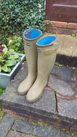 Ladies thermal lined wellington boots.