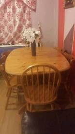 Dining table with 4 or 6 charis