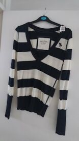 ABERCROMBIE & FITCH WOMEN'S TOP (SIZE - SMALL). NEW.