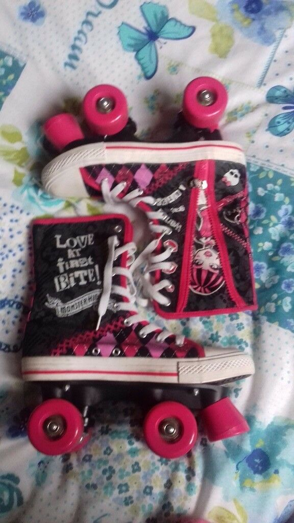 Girls rollerskates size 5 never been used