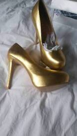 Office shoes never worn..size 6
