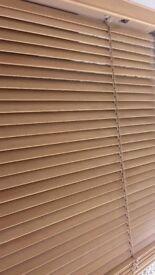 Wooden window blind excellent condition. Dimensions = Width 115cm Drop 87cm.