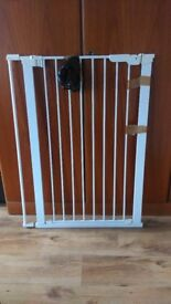 Extra tall pet dog baby pressure fitted safety gate 105.5cm tall white