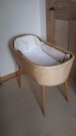 Retro look baby moses basket with washable mat