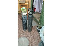 co2 gas cylinder 1 full and 1 empty