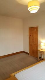 Kirkstall - DOUBLE ROOM in female professional house share. Great location for Leeds city. LS53JQ