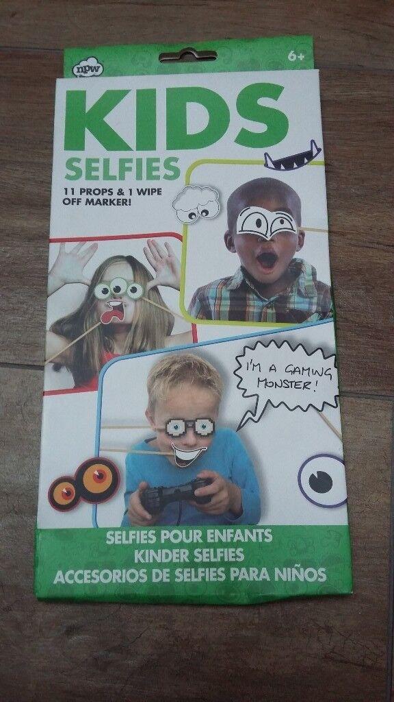 NEW Kids Selfies : 11 props & 1 wipe off marker