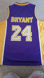 Lakers oversized basketball top fit age 8-10