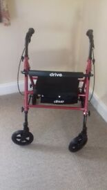 4 WHEEL ROLLATOR WITH BAG UNDER SEAT