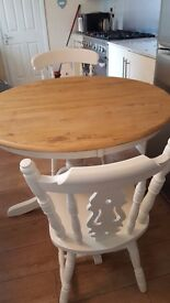 1140mm Round Shabby Chic Table and 2 Fiddleback Chairs and pedestal