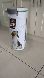 Curver pet food storage container holds 20 kg