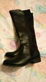 Ladies size 8 knee boots elastic backed