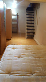 NEWLY REFURBISHED LARGE DOUBLE ROOM TO LET, OPPOSITE LEYTONSTONE STATION E11 CENTRAL LINE