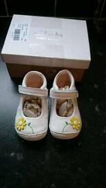 Girls infant clarks shoes size 3.5 g