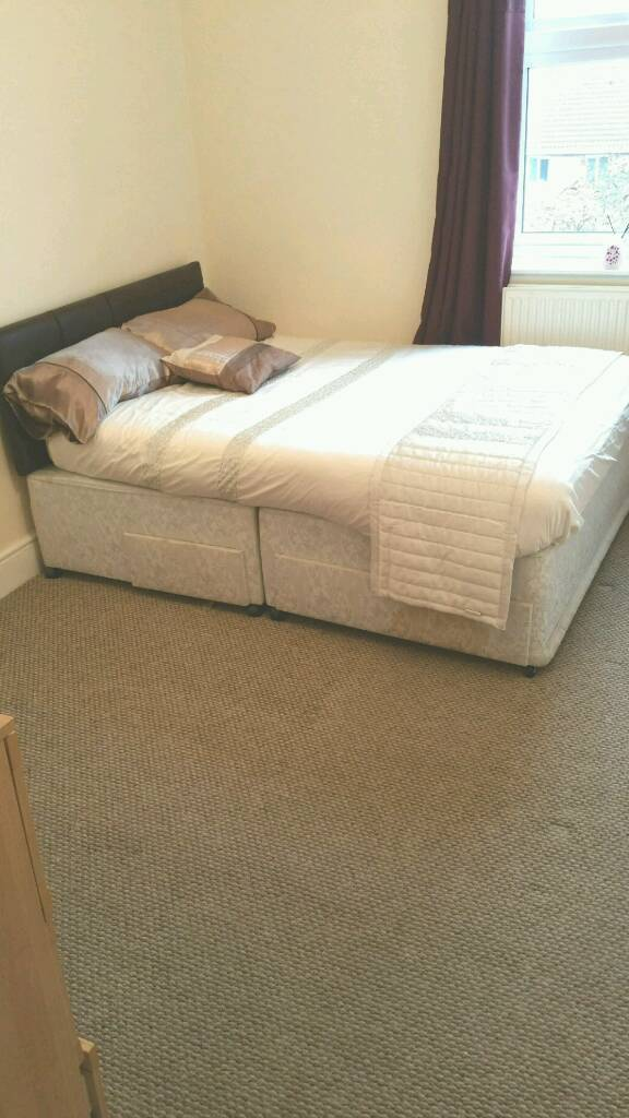2 Large rooms available