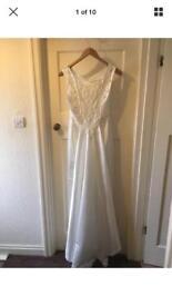 Brand New Jean Elizabeth Ivory Wedding Dress Size 12 with tiara, veil & box