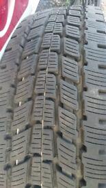 Almost no wear - 4 x Tyres - PETLAS FULLGRIP PT 925 - 225/75R16C 118/116R TL