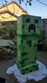 Large wooden creeper mine craft