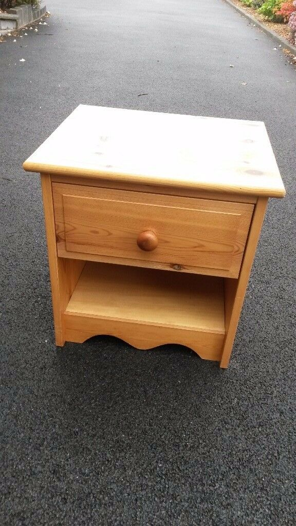 Pine bedside unit with drawer
