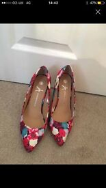 Must go today Floral heels