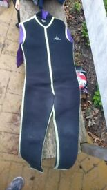 Child's long sleeve wetsuit (approx age 10-12 years, 152cms), in good condition